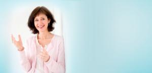 Beratung - Training - Coaching - Organisationsentwicklung Clea Buttgereit mit rosa Jacke